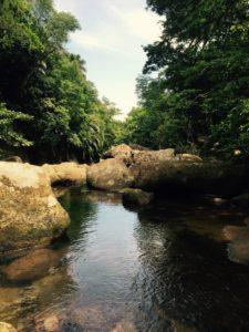 ゲータ川と岩