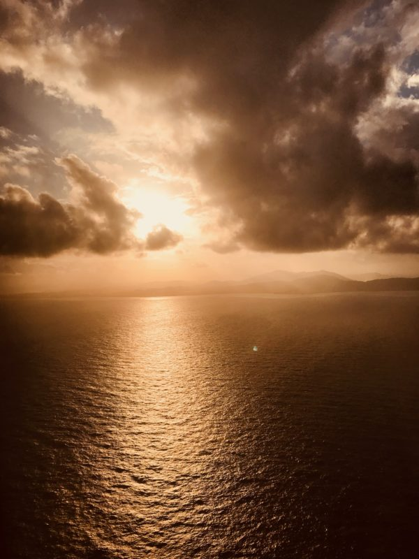 飛行機から見た夕方の石垣島
