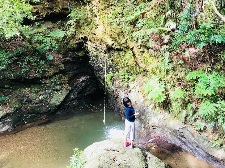 於茂登トンネル近くの滝2