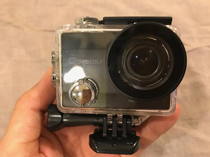 アクションカメラを防水ケースにセット